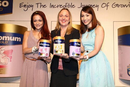 Anja Henze, Marketing Director of Dutch Lady Milk Industries Berhad which markets Friso Gold is flanked by two gorgeous mom-ambassadors of Friso Gold, Sazzy Falak on her left and Belinda Chee on her right, as they present the new pack of Friso Gold at the launch.