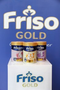 I came to know that Friso Gold is a premium milk powder fully imported from Holland! It is specially-formulated with Frisoshield, which contains a blend of nutrients, such as GOS, Zinc, Vitamins D and B6 and Selenium that are important for a child's natural body resistance.